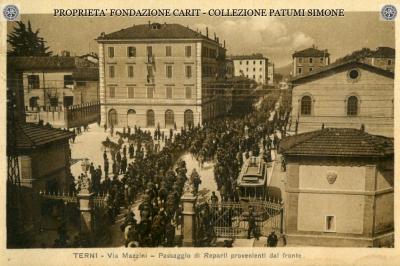 Terni - Via Mazzini - Passaggio di Reperti provenienti dal fronte